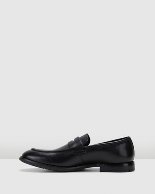 Clarks Ronnie Step - Dress Shoes (Black Leather)