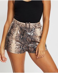 Missguided Petite - Snake PU Belted Shorts