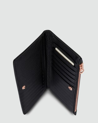 Status Anxiety In The Beginning Bifold Wallet - Wallets (Black)