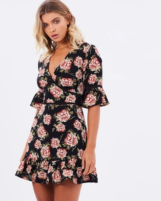 Atmos & Here – Amelia Ruffle Dress – Dresses (Black Floral)
