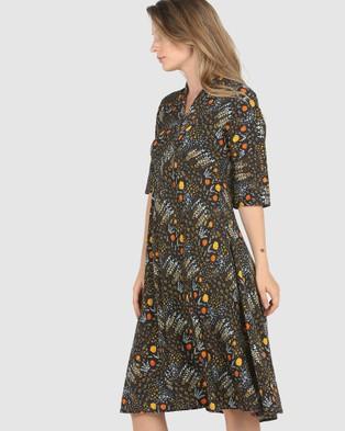 Faye Black Label Kimono Dress - Printed Dresses (Dark Woods)