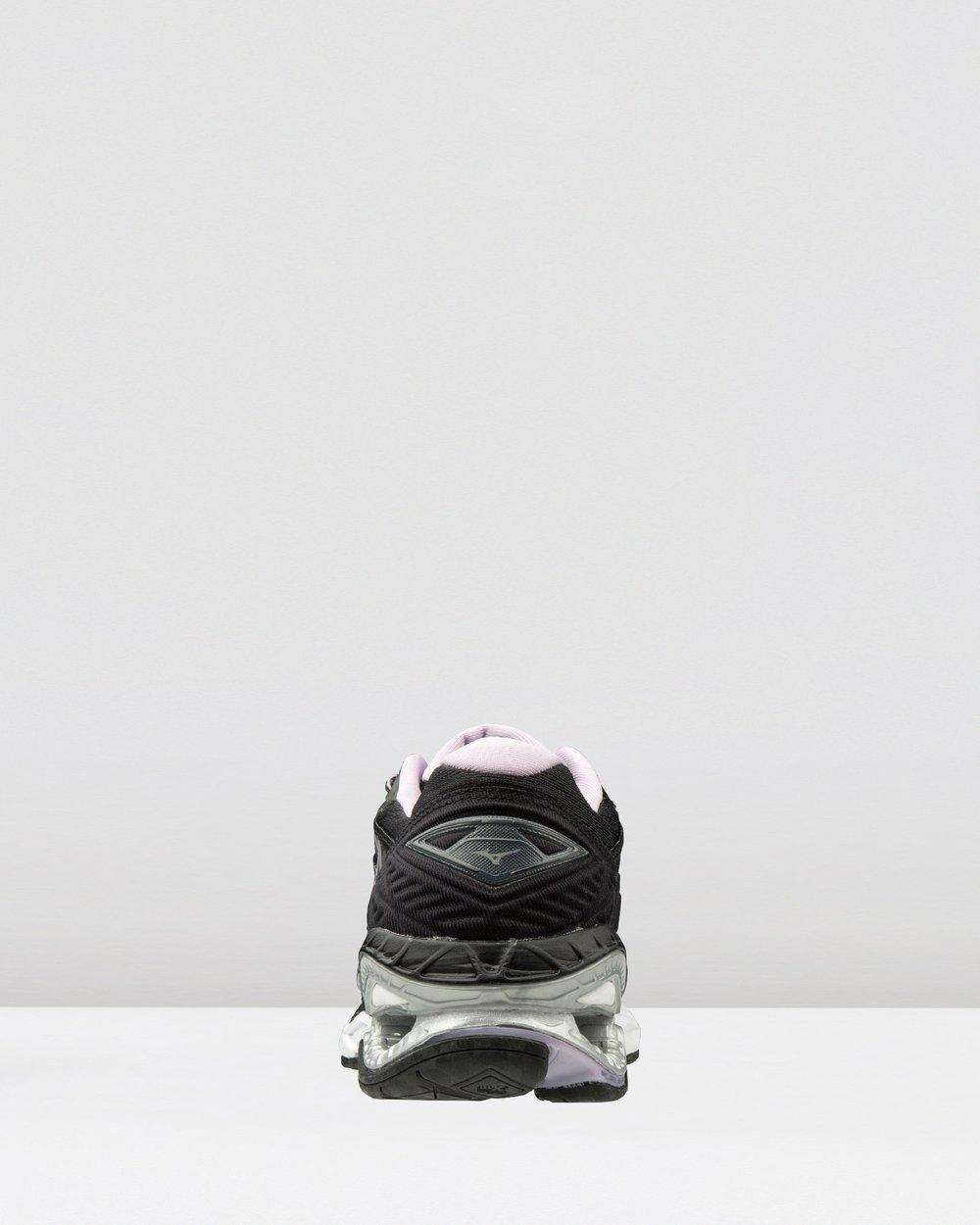 mizuno shoe sizes run small 80