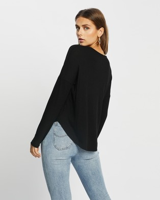 Atmos&Here - Rozalia Relaxed Oversized Top - Long Sleeve T-Shirts (Black) Rozalia Relaxed Oversized Top