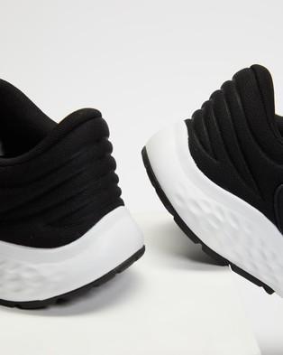New Balance 520V7   Women's - Performance Shoes (Black & White)