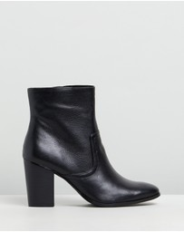 Atmos&Here - Gisele Leather Ankle Boots