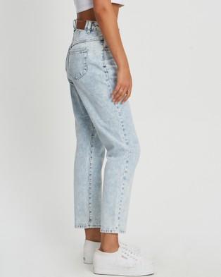 Calli Bronni Jeans - High-Waisted (Light Blue Wash)