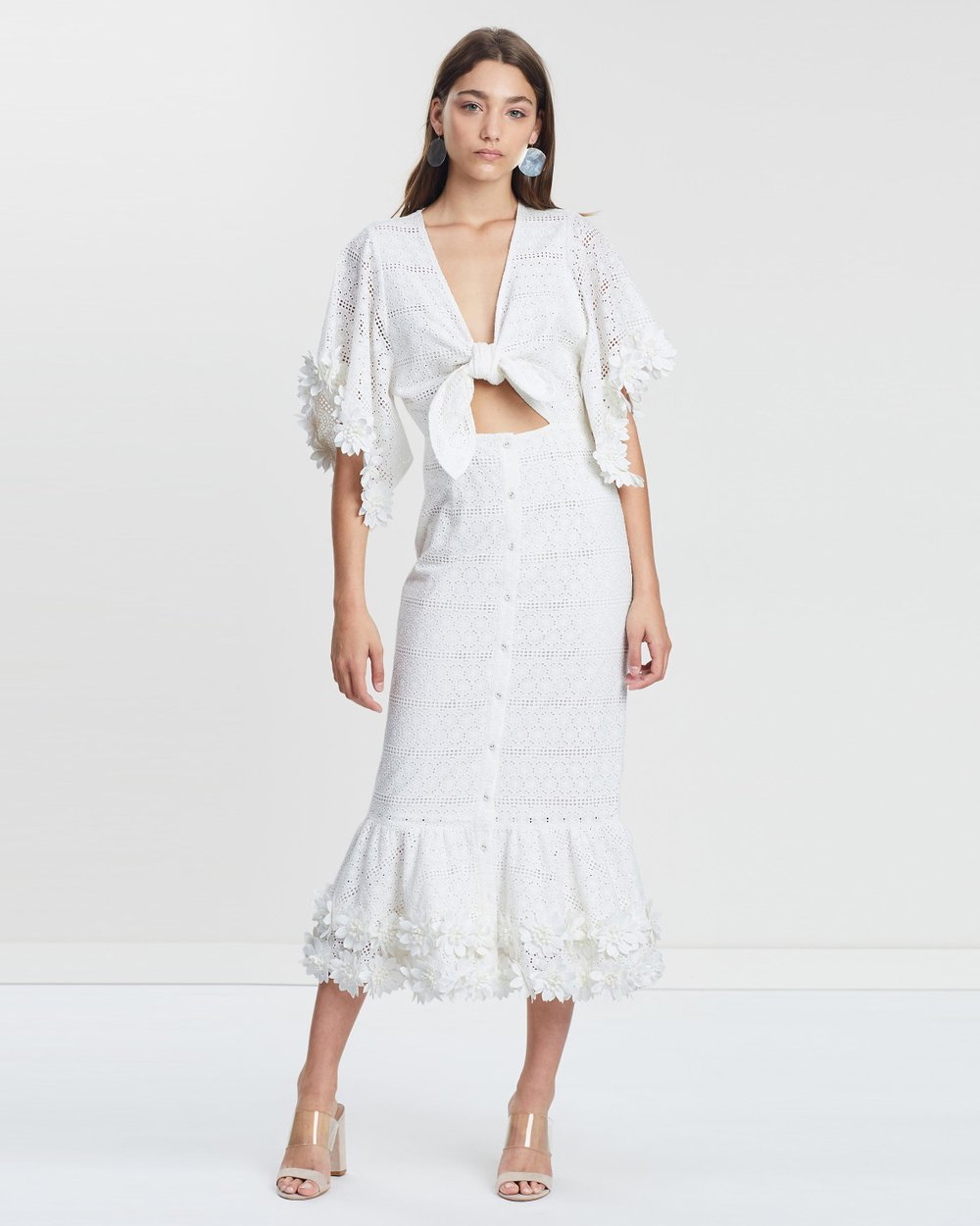 c50915550d437 Virginie Tie Front Midi Dress by We Are Kindred Online