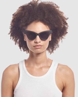 Le Specs Sustainable Hourgrass - Sunglasses (Black Grass)