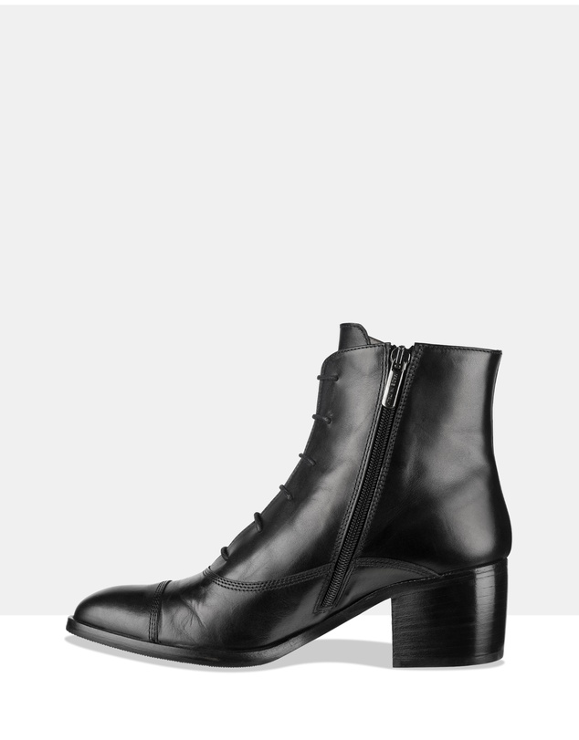 Women Grind Lace-Up Boots