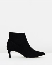 Atmos&Here - ICONIC EXCLUSIVE - Odelia Leather Ankle Boots