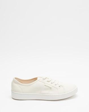 AERE - Organic Cotton Essential Sneakers (White Canvas)