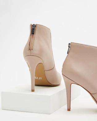 IRIS Footwear - Dakota Heels (Nude)
