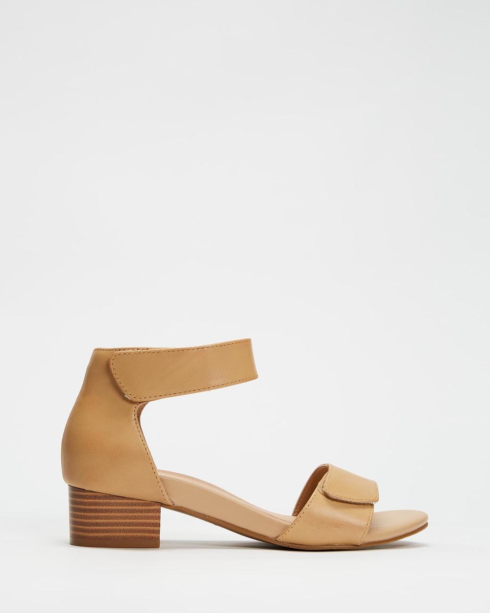 Mia Vita Kim Dress Heels Sandals Beige