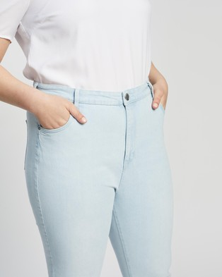 Cotton On Curve Taylor Mom Jeans - High-Waisted (Bondi Blue)