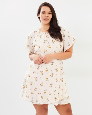 Atmos & Here Curvy – Lana Flutter Mini Dress – Printed Dresses Blush Bouquet