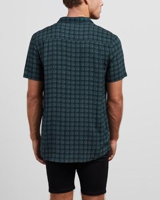Lee Pop Rocks Short Sleeve Shirt - Casual shirts (Jungle Green)