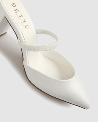 Betts Prowess Block Heel Pump - All Pumps (White)