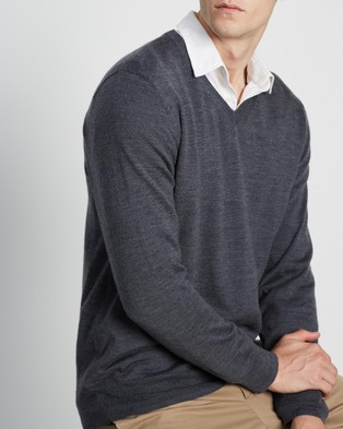 3 Wise Men The Mountain Merino Knit - Jumpers & Cardigans (Charcoal)