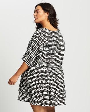 Atmos&Here Curvy Michelle Smock Mini Dress - Printed Dresses (Black Spot)