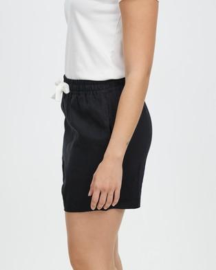 Assembly Label Ease Linen Shorts - Shorts (Black)