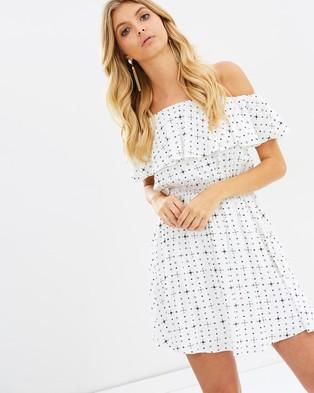 Atmos & Here – Alice Off Shoulder Dress – Printed Dresses White Diamond Print