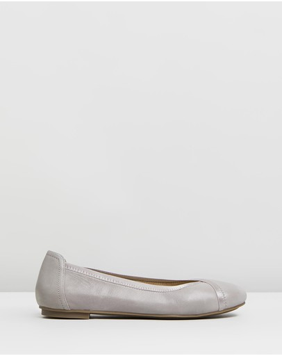 d44426fa12332 Vionic Shoes   Buy Vionic Shoes Online   THE ICONIC