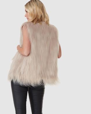 Everly Collective Windsor Faux Fur Vest - Coats & Jackets (Latte)
