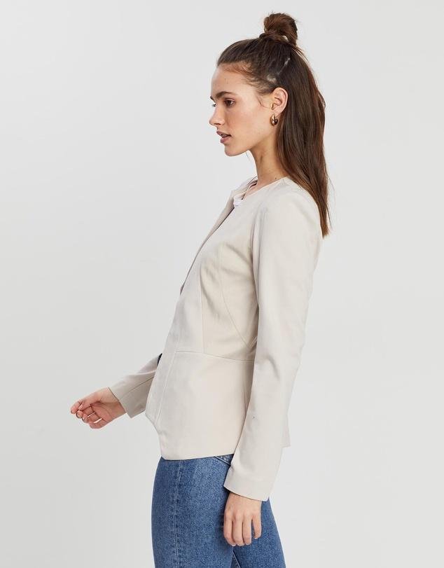 Women Persuit Jacket