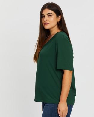 Atmos&Here Curvy Holly V Neck Tee - T-Shirts & Singlets (Green)
