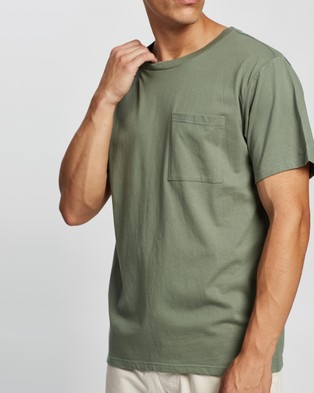 AERE Relaxed Organic Cotton Pocket Tee - T-Shirts & Singlets (Green)
