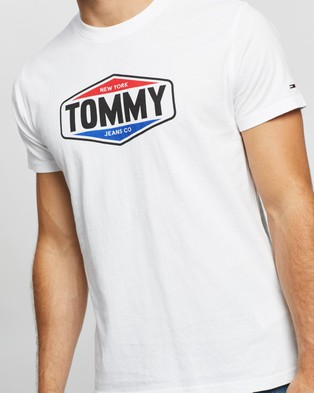 Tommy Jeans Printed Tommy Logo Tee - T-Shirts & Singlets (White)