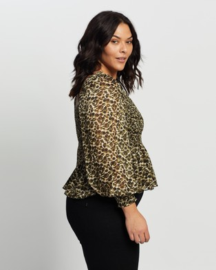 Atmos&Here Curvy Allie Shirred Blouse Cropped tops (Khaki Animal)