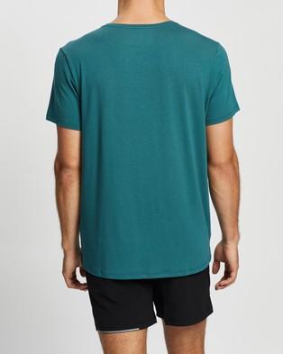 2XU Contender SS Tee - Short Sleeve T-Shirts (Dark Sage & White)