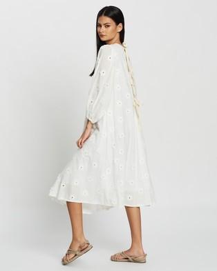 Apartment Clothing Full Sleeve Swing Midi Dress - Dresses (White Daisy Applique)