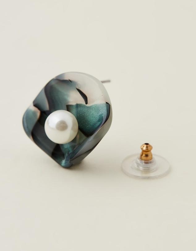 Women Clamshell Button Earrings