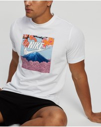 Nike - Sportswear Manga Photo Tee