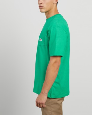 Guess Originals - Pocket Label SS Tee - T-Shirts & Singlets (Rush Green) Pocket Label SS Tee