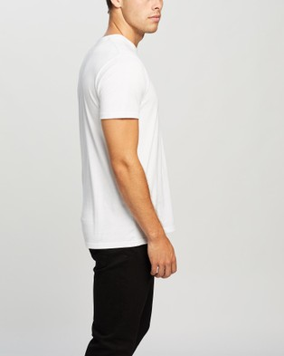 Onitsuka Tiger Graphic Tee   Unisex - T-Shirts & Singlets (Real White / Performance Black)