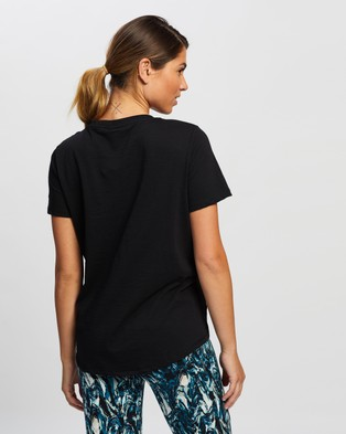 Sweaty Betty - Refresh T Shirt - Short Sleeve T-Shirts (Black) Refresh T-Shirt