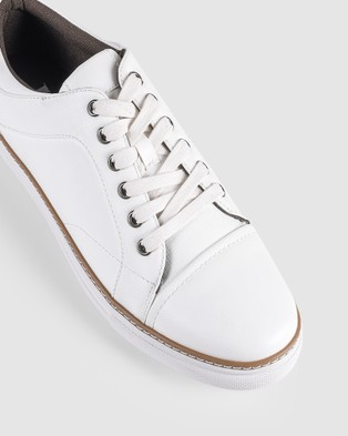 JM Quentin - Low Top Sneakers (White)