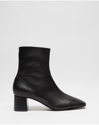 Atmos&Here - Venus Leather Ankle Boots