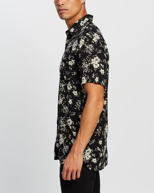The People Vs. Stevie Shirt - Casual shirts (Azalea Floral)