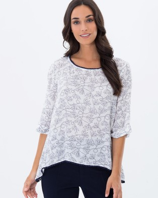 Privilege – Penny Paisley Swing Top – Tops (White Paisley)