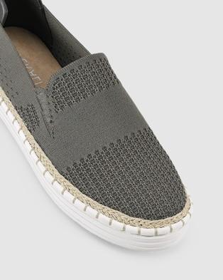Verali Queen - Slip-On Sneakers (Khaki)