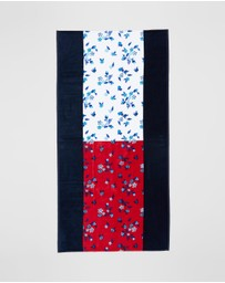Tommy Hilfiger - Pure Cotton Flag Towel - Teens