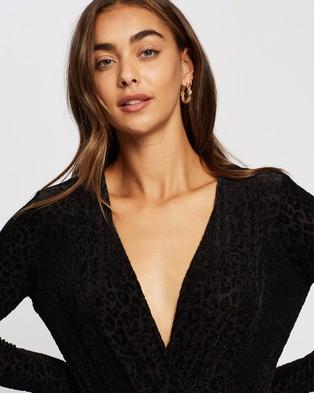 M.N.G Linda T Shirt - Tops (Black)