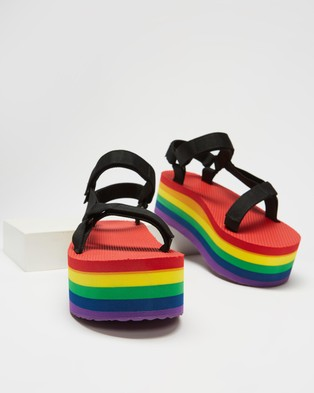 Teva Flatform Universal ?Çô Women feet s - Sandals (Black & Rainbow)