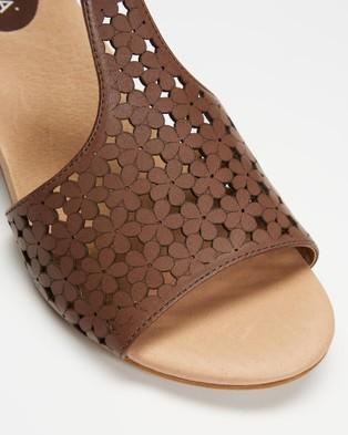 Mia Vita - Keen Block Heel Sandals - Sandals (Mushroom) Keen Block Heel Sandals