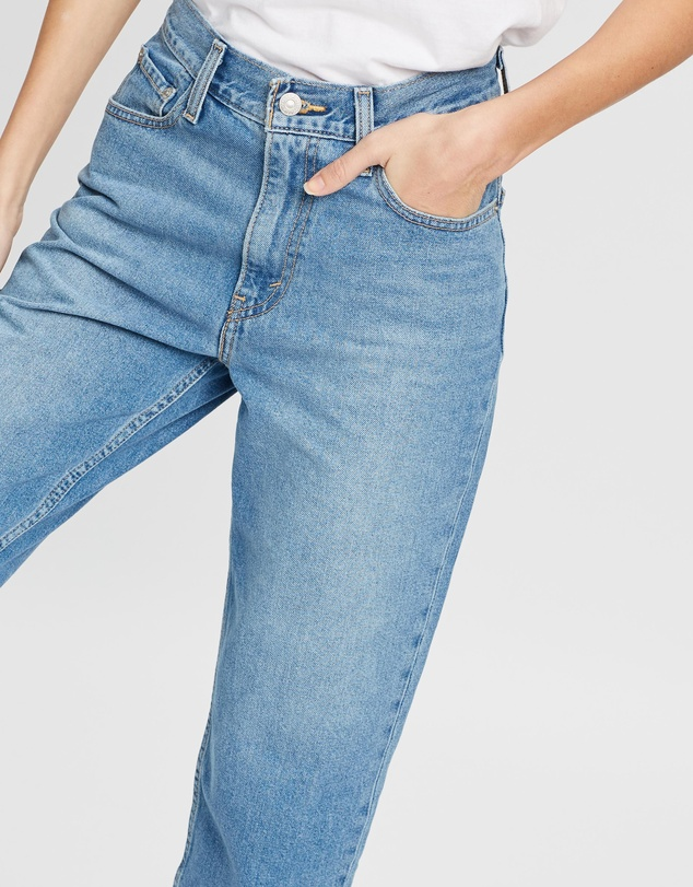 Levi's - Super Cropped Mom Jeans