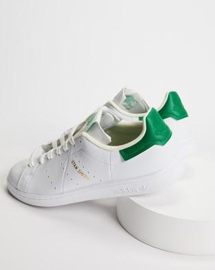 adidas Originals Stan Smith Vegan   Unisex - Lifestyle Sneakers (Footwear White, Off White & Green)